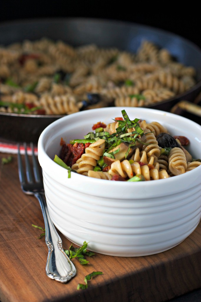 Sundried Tomato Pasta Salad with Asparagus and Mushrooms ~vegan~  Quick and simple pasta salad!